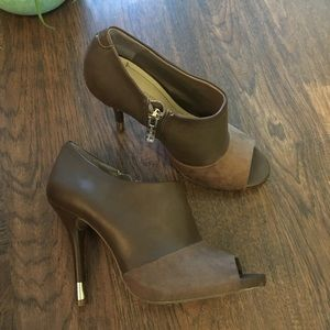 BCBGENERATION taupe open toe heels